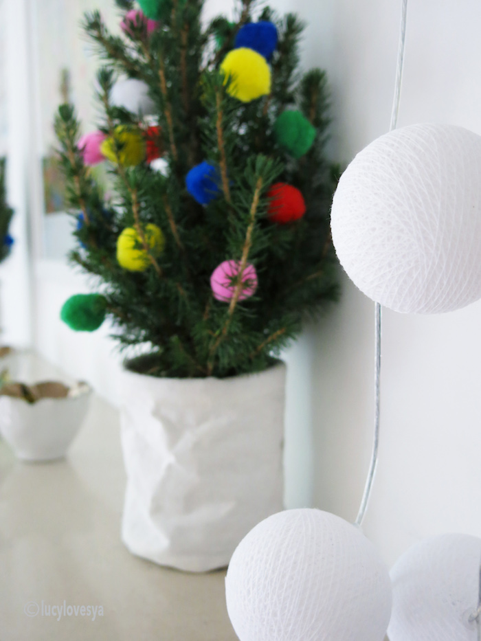 christmas-cable-cotton-lights pom pom tree ideas home